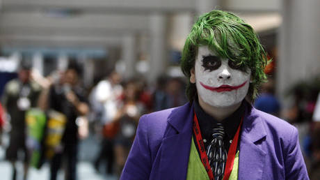 FILE PHOTO: A man dressed as The Joker at the Comic Con Convention in San Diego © Reuter / Mario Anzuoni